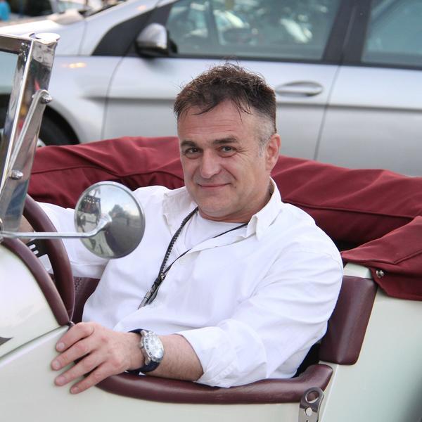 Nakon razvoda, ljubav mu se još jednom osmehnula: Branislav Lečić uživa sa zagonetnom plavušom (FOTO)