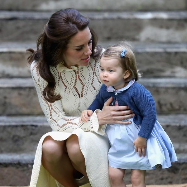 Kada im se obraćaju uvek kleče: Otkriven roditeljski trik Kejt Midlton i princa Vilijama (FOTO)