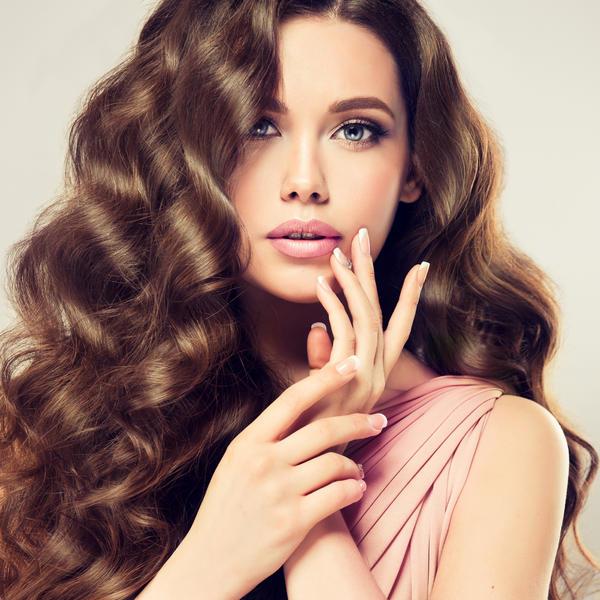 Jedna čaša voda može da otkloni problem koje MNOGE žene imaju: Kosa može da vam bude zdrava ukoliko uradite ovo...