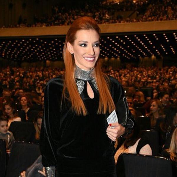 Očarala je čelnike televizije kao devojčurak, a danas je jedna od najlepših voditeljki: Ovako je pre 17 godina izgledala Jovana Joksimović (FOTO)