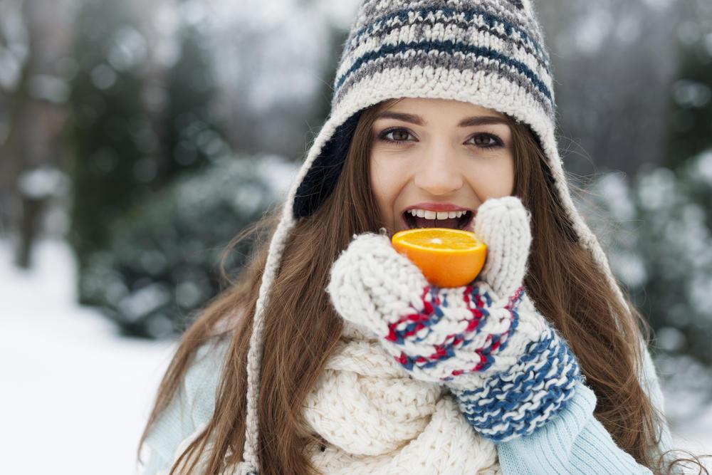 Zima, Pomorandža, Zdravlje, devojka, sneg, Vitamin C