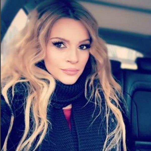 U njenom domu se proslavlja srpska Nova godina: Jelena Kostov samo što se nije porodila, a za svoje fanove ima samo jednu želju (FOTO)