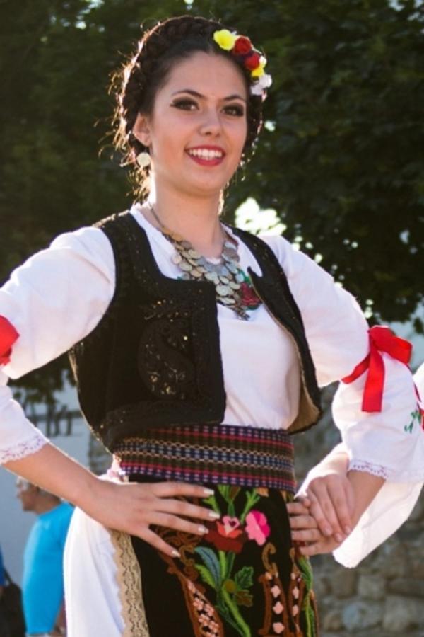 Svaka Srpkinja koja zna za ovo verovanje ima ovu BILJKU u svom domu: Čuva kuću od zla i garantuje srećan brak (FOTO)