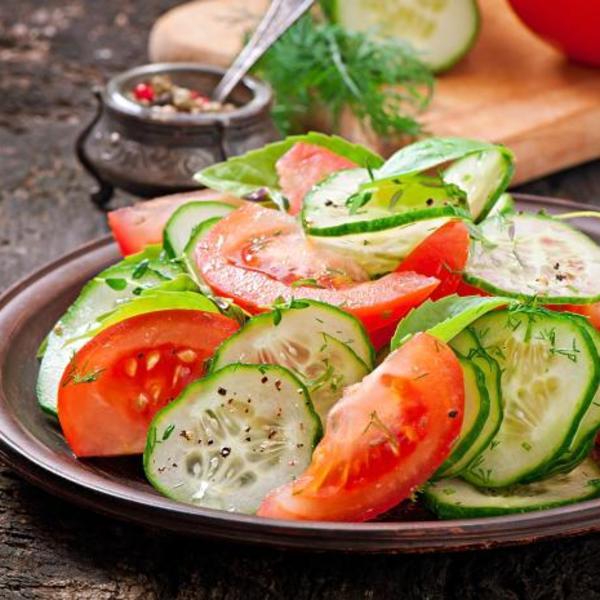 Evo zbog čega ne bi trebalo jesti krastavac i paradajz zajedno u salati