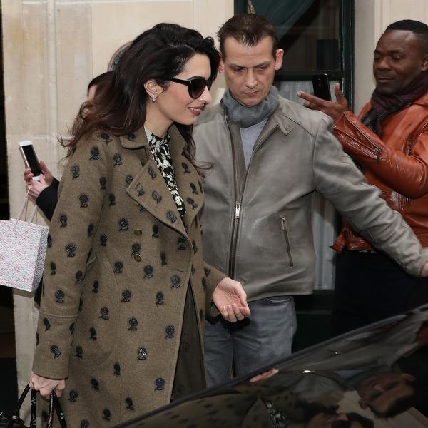 Prelepo, trendi i nadasve udobno: Amal Kluni jednom šetnjom održala modnu lekciju svim budućim mamama (FOTO)