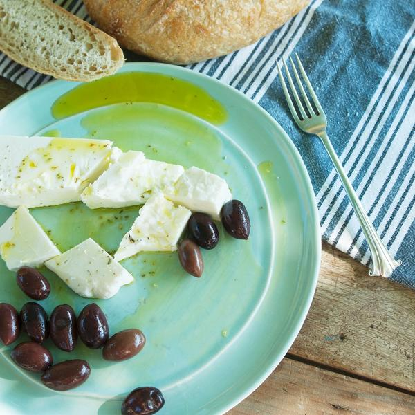 Na domaći način: Kako da sami napravite feta sir (od kravljeg mleka)