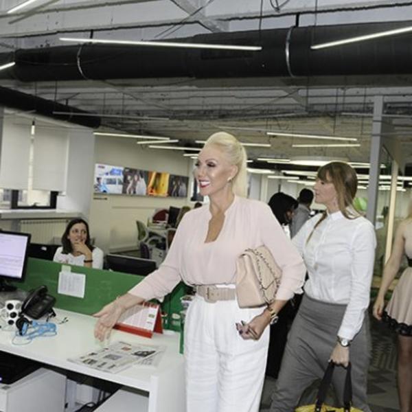 Ugostili smo najveću balkansku zvezdu: Lepa Brena posetila sve redakcije naše kompanije (FOTO)