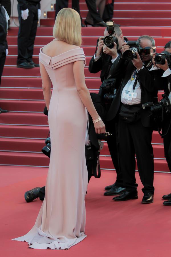 U belim kombinacijama zavodi, ali roze boja je transformiše u kraljicu seksepila: 7 kombinacija ovogodišnje boginje Kana (FOTO)