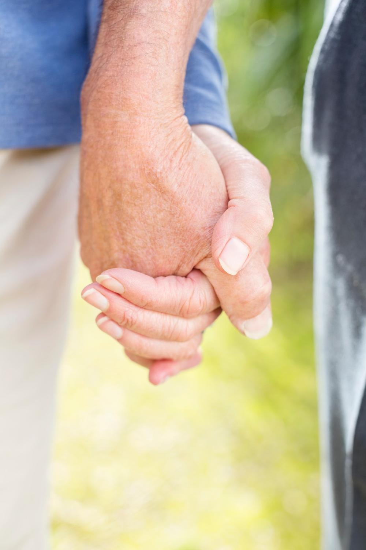 Način na koji vas drži za ruku otkriva pravu istinu: Koliko
