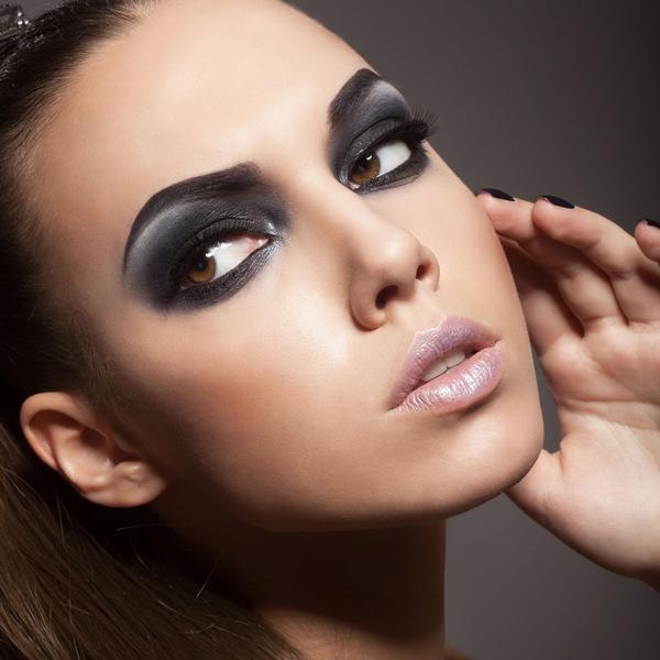 Nekoliko načina da vam oči izgledaju veće i sjajnije uz alajner (FOTO)