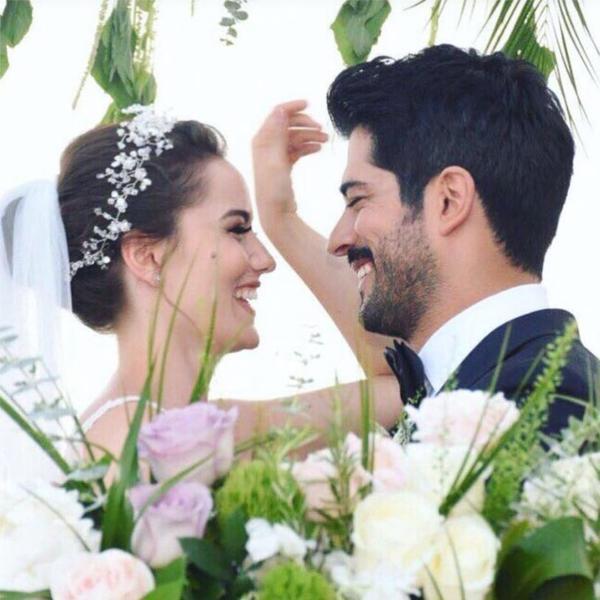 Blistala je u venčanici i nije dozvolila da slatki porok uništi njenu liniju: Ovako izgleda jelovnik žene Buraka Ozčivita (FOTO)