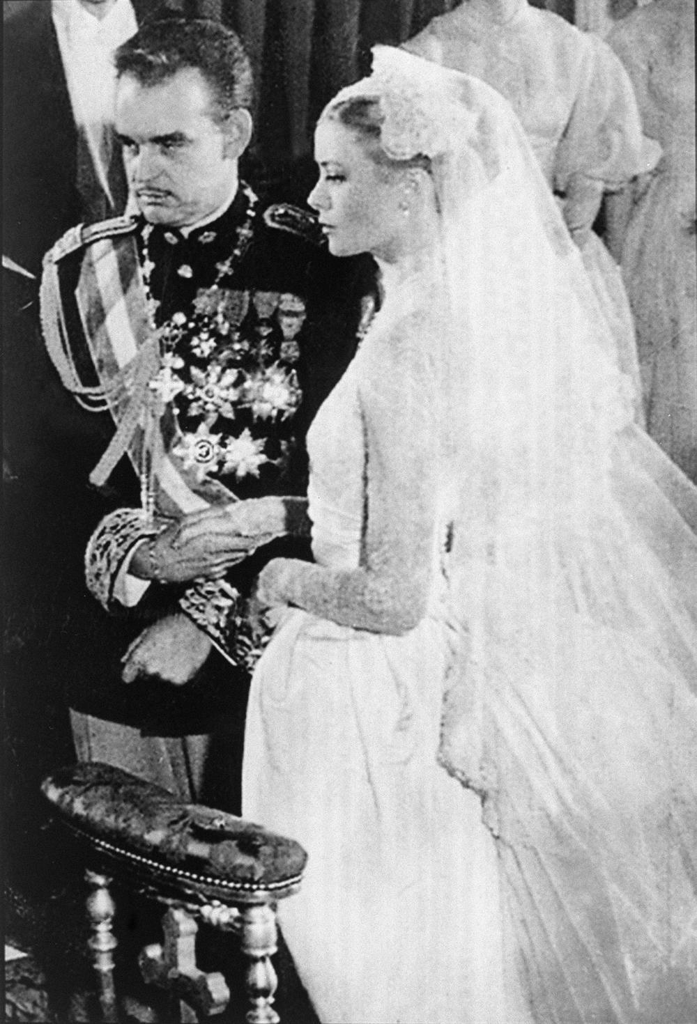 <p>Ikona stila, muza Alfreda Hičkoka i princeza od Monaka samo su neki od pojmova koji se povezuju s legendarnom Grejs Keli. Međutim, njen život nije bio bajka.</p>