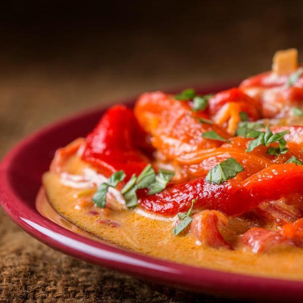 Svaki put ćete tražiti još: Pržena paprika sa kiselom pavlakom i sitno seckanim belim lukom