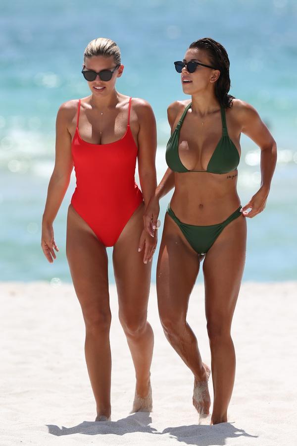 Ceo Majami gledao je samo u nju: Nataša u vatrenom kupaćem kostimu podigla temperaturu do usijanja (FOTO)