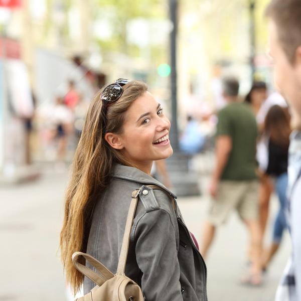 Ovako nikad nikoga nećete zavesti: 10 katastrofalnih grešaka koje pravimo dok flertujemo