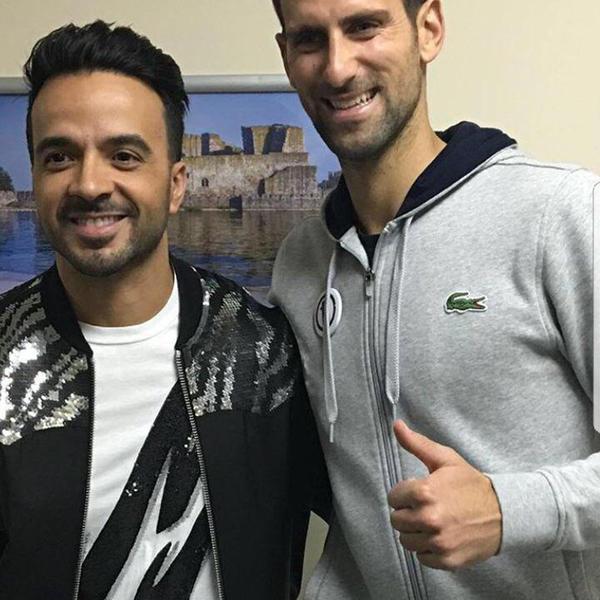 """I proslavljeni teniser uživao uz """"Despasito"""": Ovako je protekao susret Novaka Đokovića i Luisa Fonsija"""