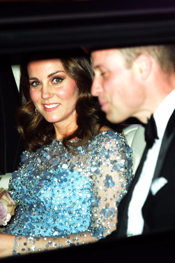 Malo koja trudnica bi umela da ponese ovakvu haljinu: Romantično izdanje Kejt Midlton dostojno princeze