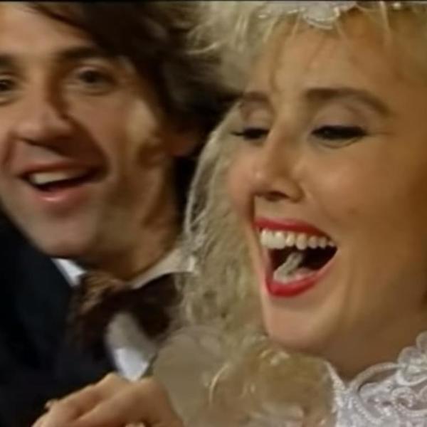 Brena joj je donela neslućenu sreću u ljubavi: Ova pevačica je uhvatila bidermajer na jugoslovenskoj svadbi veka