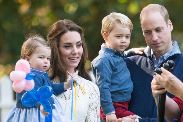 Princ Džordž i princeza Šarlot su neodoljivi: Praznična čestitka