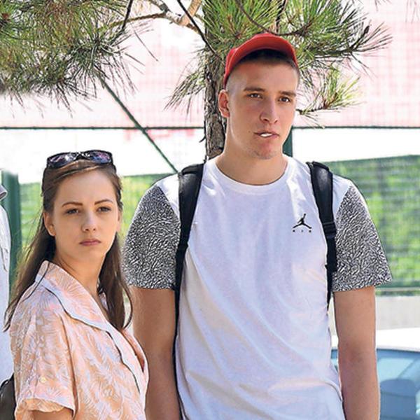 Stavili tačku na romansu: Raskinuli Bogdan Bogdanović i Jovana Stojiljković