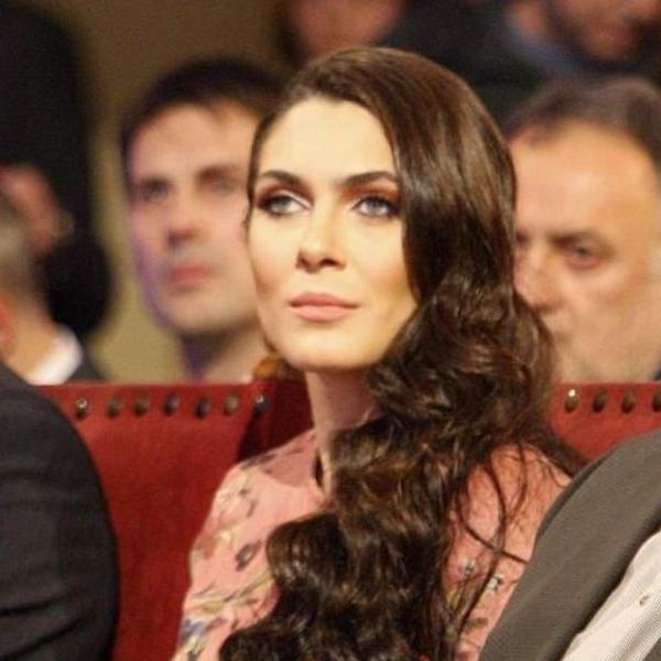 Pozavidele bi joj i princeze: Milica Mandić u jednom od najlepših izdanja ove godine (FOTO)