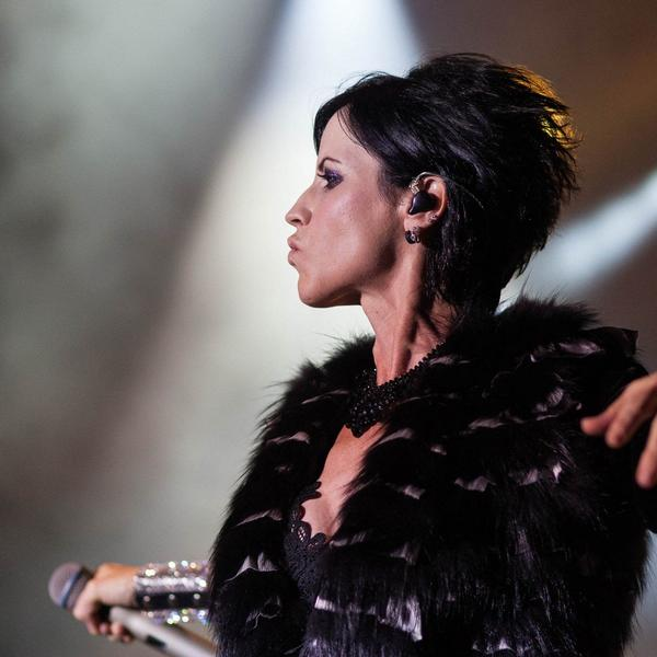 Šok i neverica: Poznata pevačica preminula u 46. godini!