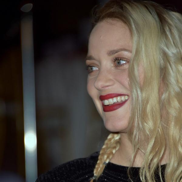 Bilo kuda - nigde bez halogram bermuda: Svi žele da žive ludi blonde life Marion Kotijar (FOTO)