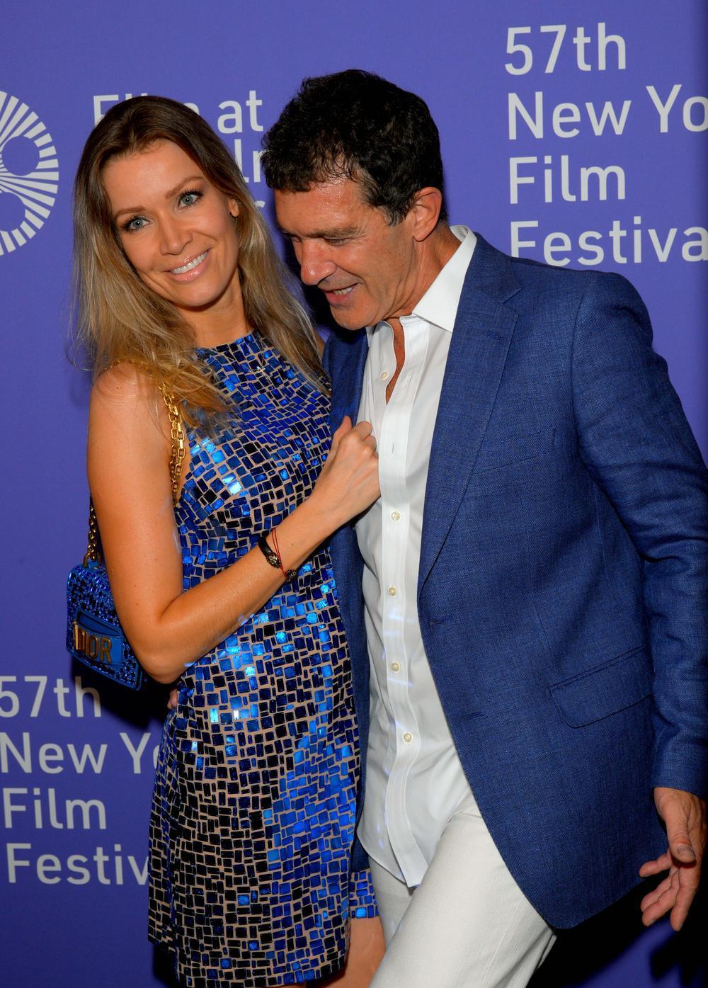 """<p><br /> Glumac Antonio Banderas (59) bio je sinoć na premijeri filma """"Pain and glory"""" na Njujorškom filmskom festivalu sa svojom 20 godina mlađom partnerkom Nikol Kimpel.</p>"""