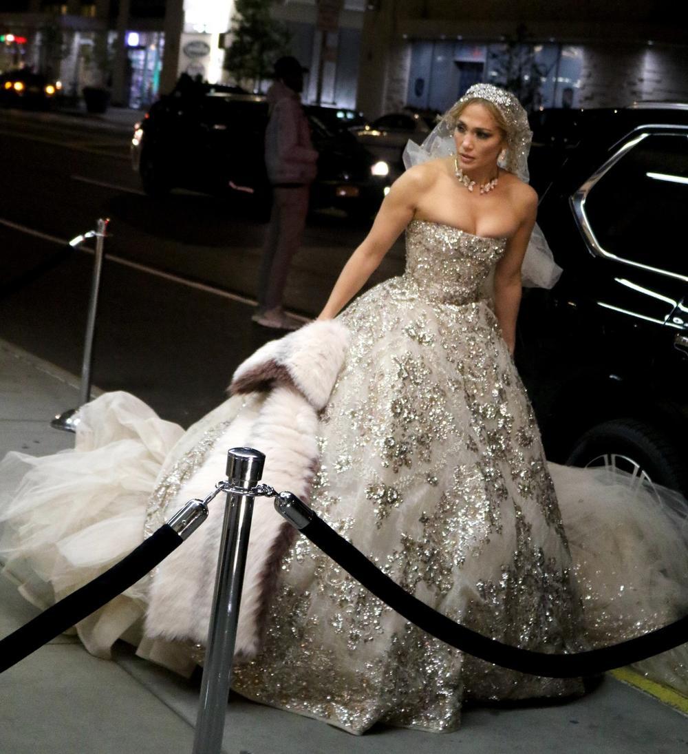 <p>Niko nije očekivao da će je videti u venčanici, jer nije ni bilo poznato da su<strong>Aleks</strong>i ona odredili datum venčanja!</p>