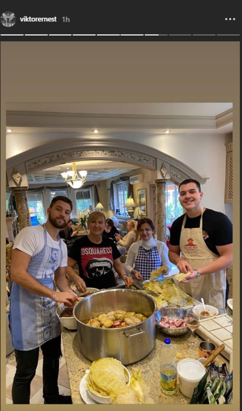 <p>Sinovi <strong>Lepe Brene i Bobe Živojinovića</strong>, <strong>Viktor i Stefan</strong>, tradicionalno u kuhinji pripremaju sarme za sutrašnju slavu!</p>