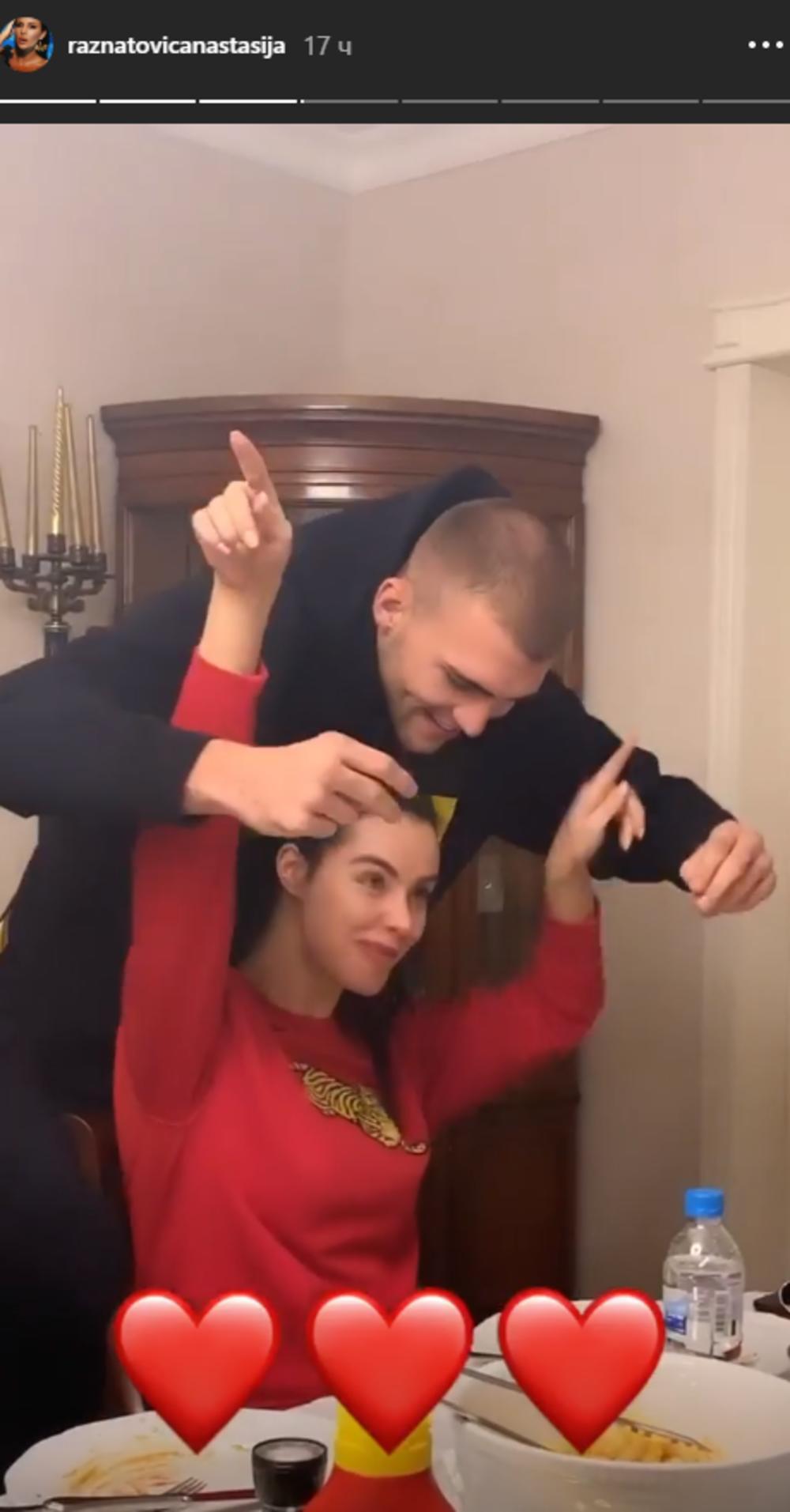 <p><strong>Veljko Ražnatović</strong>, sin pevačice <strong>Svetlane Ražnatović</strong>, danas će se venčati sa svojom izabranicom <strong>Bogdanom Rodić</strong>.</p>