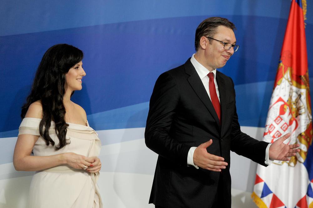 <p>Supruga Aleksandra Vučića progovorila je o porodici, detinjstvu, ali i tome da li joj imponuju komplimenti svetskih medija.</p>