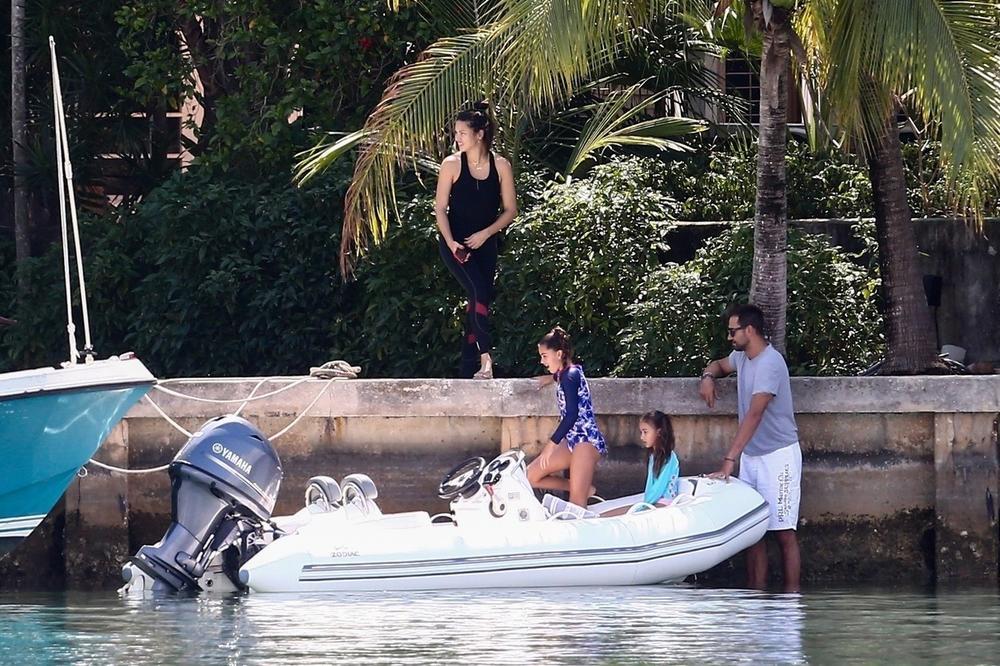 <p>Naš košarkaš i čuvena manekenka ponovo na okupu! Šuška se da su zajedno u izolaciji u Majamiju!</p>