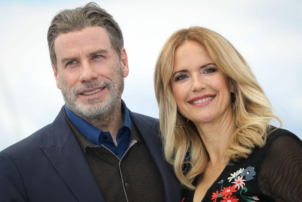 <p>Holivud bruji o novom paru!<strong>Džon Travolta</strong>navodno je započeo ljubavnu romansu sa<strong>Demi Mur</strong>, a spojio ih je niko drugo do<strong>Brus Vilis!</strong></p>