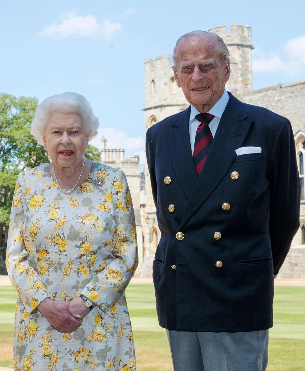 <p>Princ Filip, vojvoda od Edinbruga i suprug kraljice Elizabete, preminuo je 9. aprila 2021. godine, a članovi njegove porodice otkrili su neverovatne detalje o njemu u novom Bi-bi-sijevom dokumentarcu.</p>