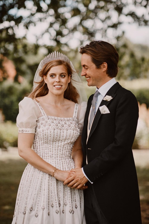 <p>Kako je zvanično saopštila Bakingemska palata, kraljica Elizabeta II ponovo je postala prabaka, pošto je njena unuka princeza Beatris od Jorka donela na svet ćerku</p>