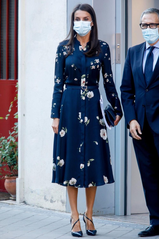 <p>Magične haljine koje idu perfektno uz različit tip obuće upravo su glavni trend ove jeseni, a još ako volite floralni dezen, morate nabaviti barem jednu što pre!</p>