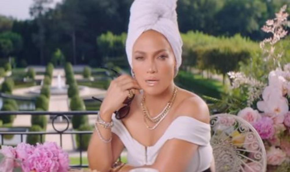 <p>Latino diva objavila je novi spot, a mnogi komentarišu da jedan detalj ne može da bude slučajnost</p>