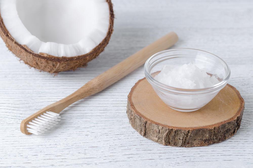 pasta za zube, kokosovo ulje