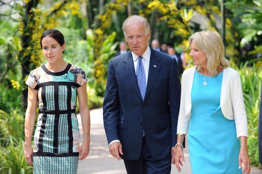 <p>Ivanku Tramp će na mestu prve ćerke zameniti Ešli Bajden, jedino dete Džil i Džoa Bajdena.</p>