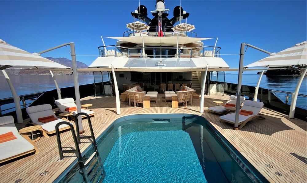 <p>Čuveni reditelj Stiven Spilberg rešio je da proda svoju luksuznu jahtu za neverovantnih 130 miliona dolara, a još uvek nije poznato ko će biti novi vlasnik ovog raskošnog broda.</p>