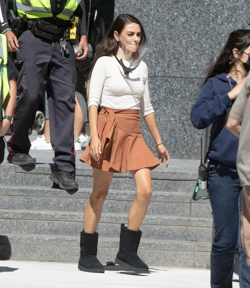 <p>Lepa glumačka zvezda i supruga<strong>Eštona Kučera</strong>, glumica<strong>Mila Kunis</strong>začudila je prisutne kada je u Kanadi početkom avgusta uslikana u— čizmama!</p>