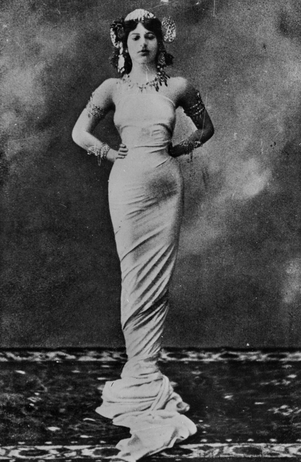 <p>Bila je igračica i kurtizana, kružile su glasine i da je i nemačka špijunka, zbog čega je oktobra 1917. streljana</p>