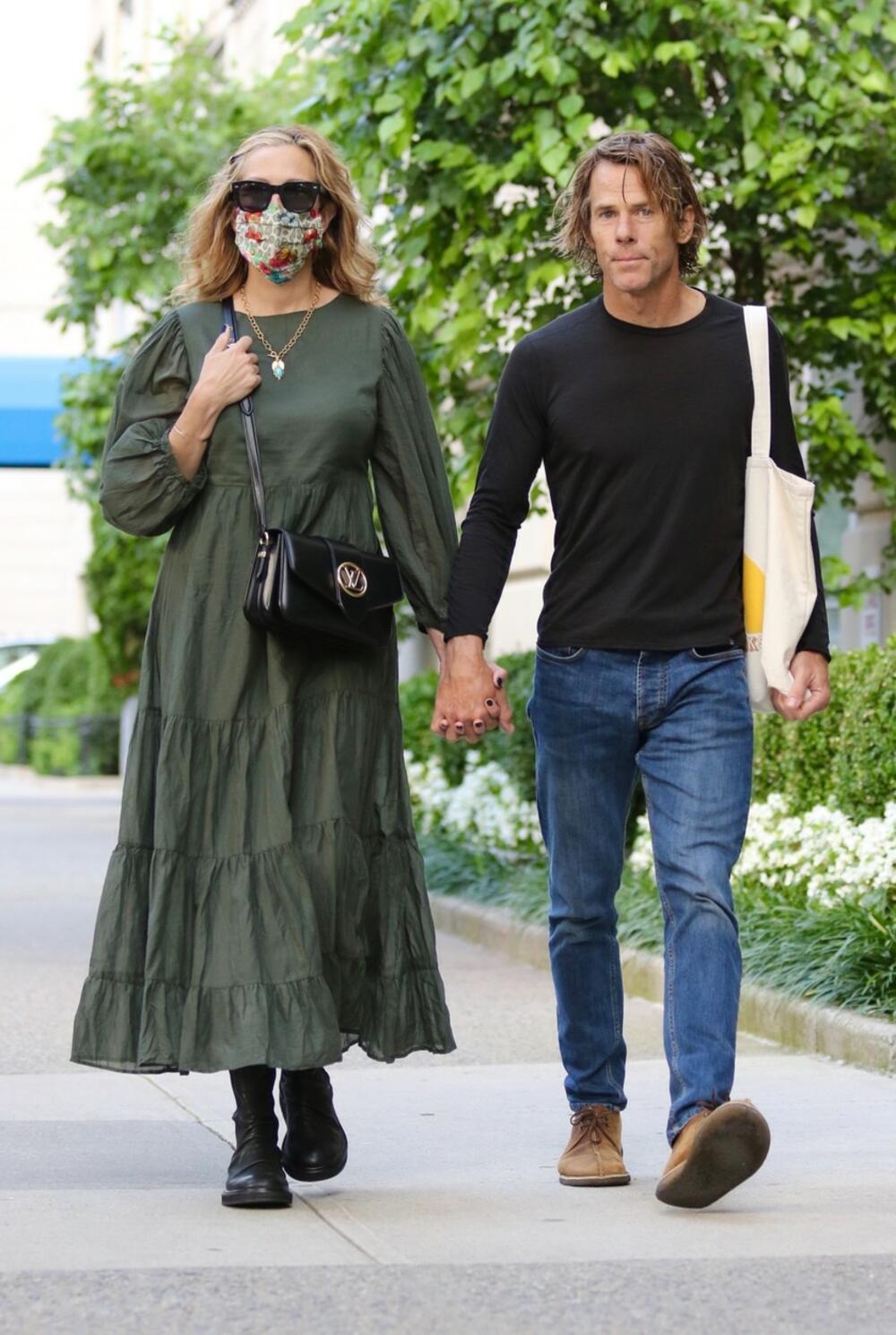 <p>Mada i dalje traju avgustovski dani, Džulija Roberts je u Njujorku viđena u pravom jesenjem stajlingu!</p>