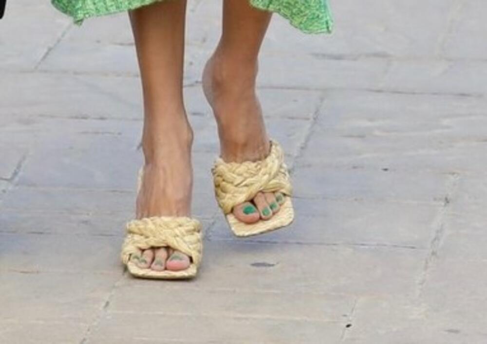 <p>Prelepa manekenka<strong>Alesandra Ambrozio</strong>prošetala je u Malibuu vruće letnje trendove i ukombinovala ih na najbolji mogući način!</p>