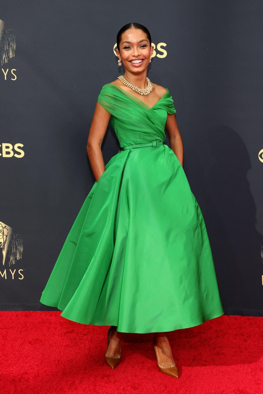 <p>Jedna od najpopularnijih glumica mlađe generacije i velika buduća nada Holivuda prošetala je crvenim tepihom na sinoćnoj dodeli Emija</p>