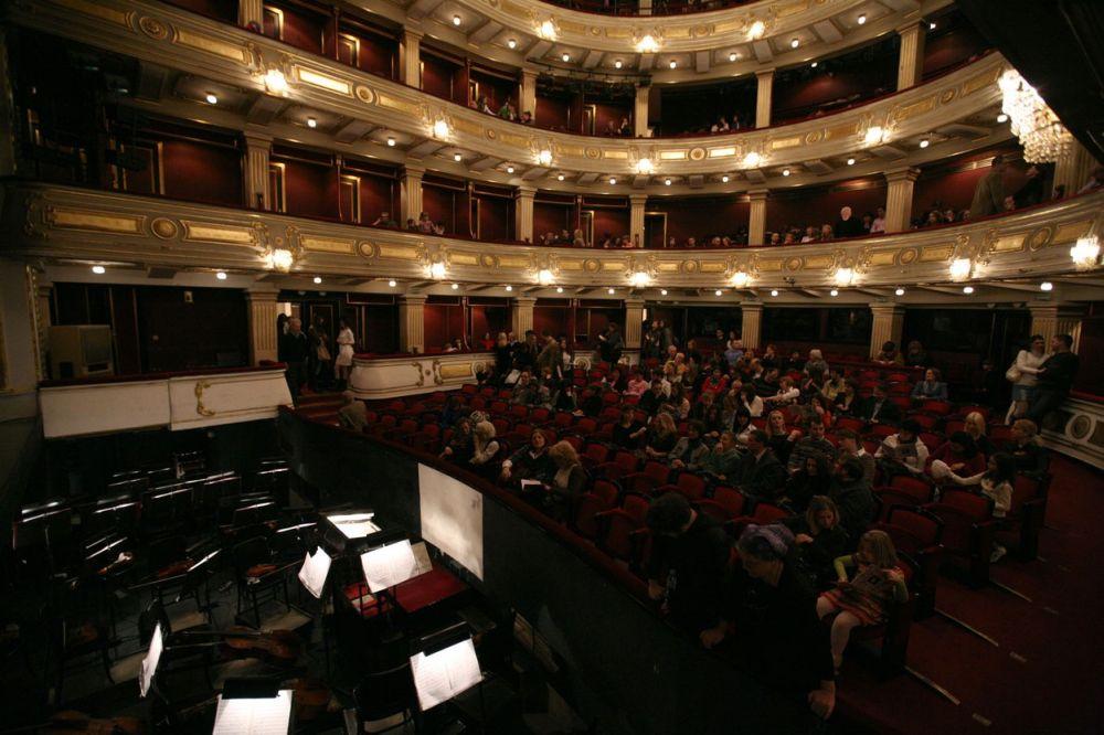Pavarotti And Friends La Traviata - Brindisi - YouTube